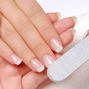 如何正确地进行指甲的护理